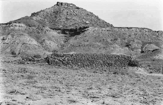 Gabarband composto da un basso muro di terra