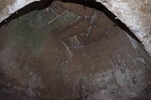 Gravina di Massafra ( Puglia) Grande cisterna a tholos nel villaggio rupestre della gravina di Massafra