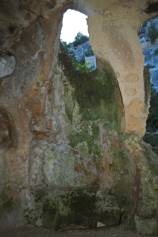 Massafra gravina - Ambiente rupestre adibito a caminetto ( Madonna dell Scala)