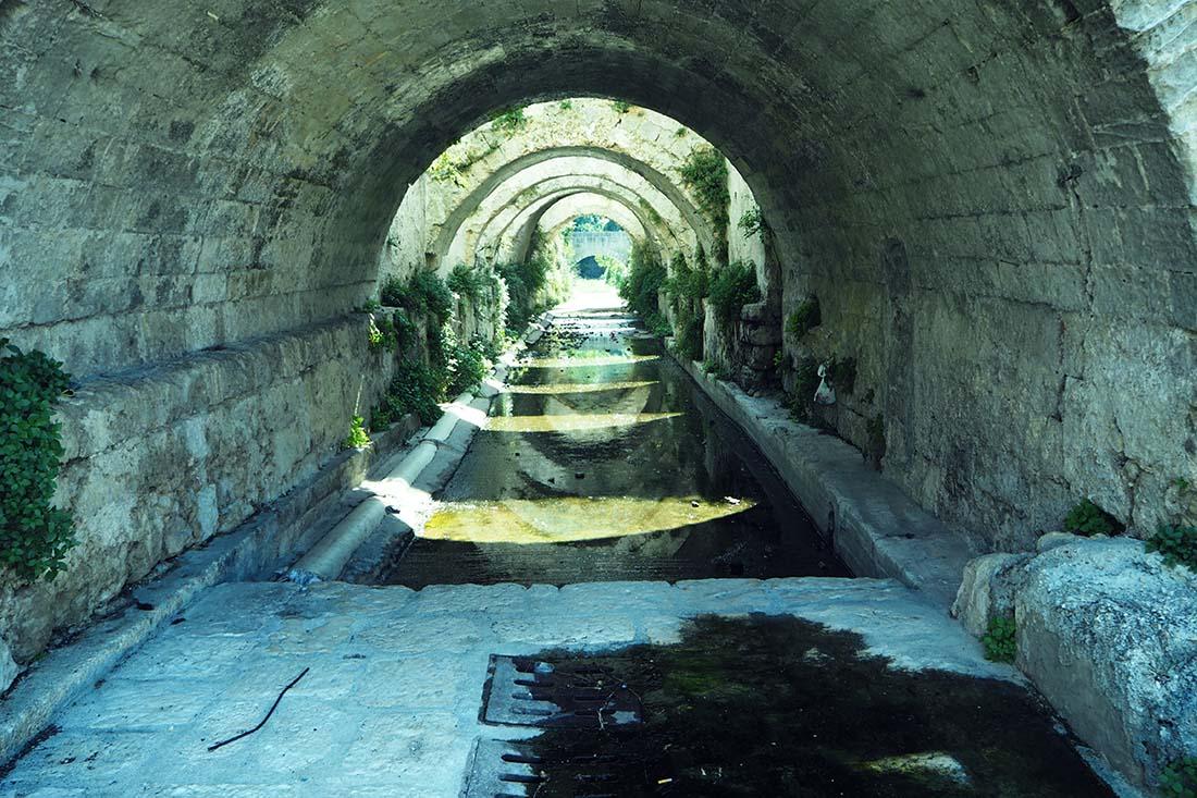 Laterza (Puglia) Canale voltato della Fontana dei Mascheroni