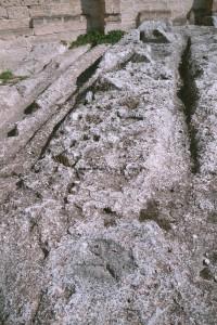 Massafra (Puglia) Chiesa rupestre di San Leonardo - Particolare dei canali