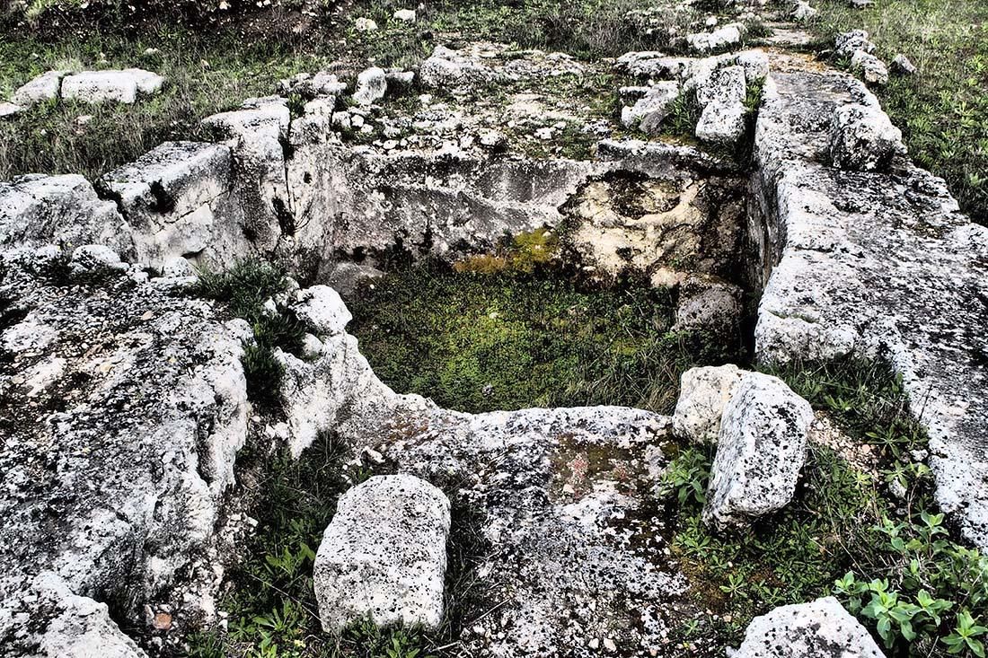 Palazzolo Acreide (Siracusa) Antica cisterna greca a cielo aperto