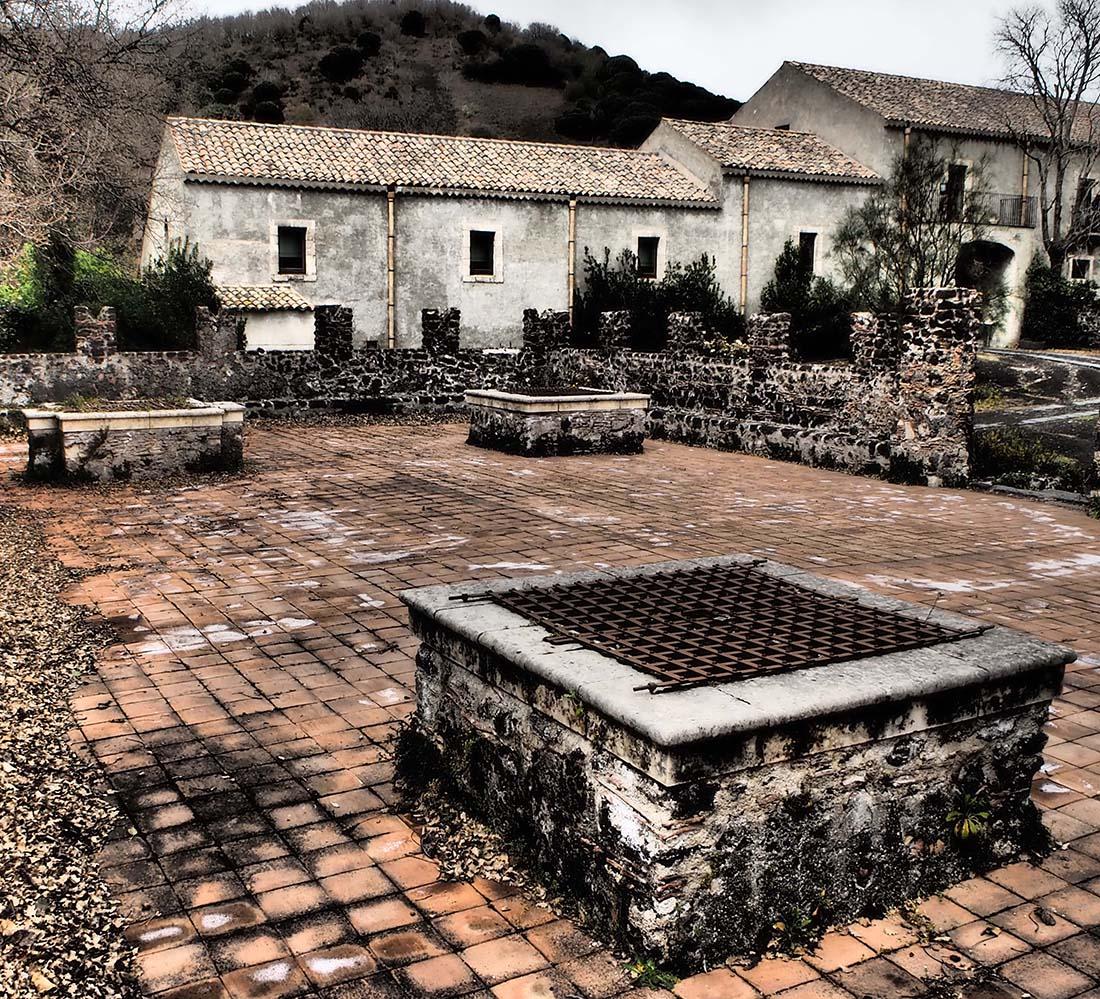 Parco dell'Etna (Catania) Grande cisterna sotterranea con pozzi di raccolta