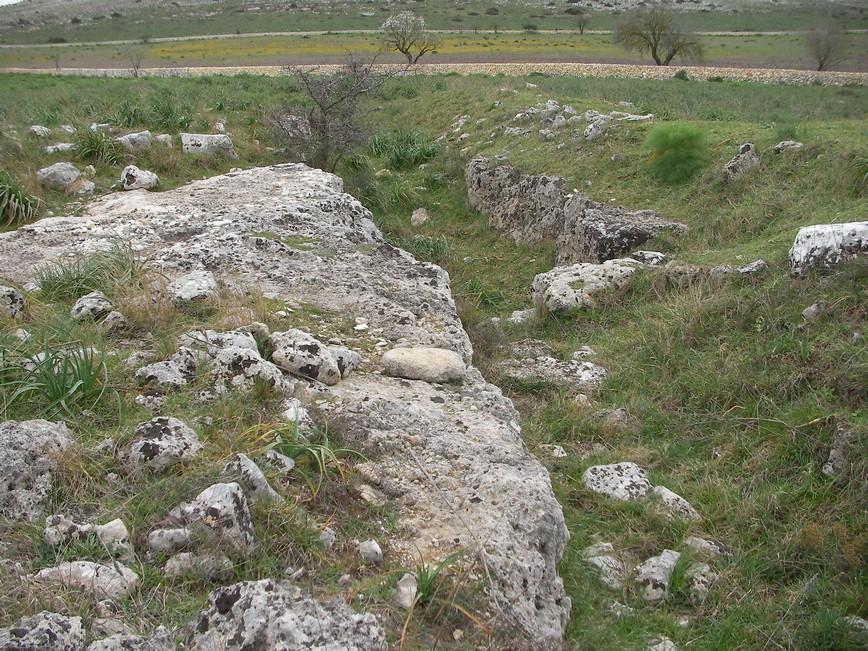 Particolare del fossato del villaggio di Murgia Timone a Matera