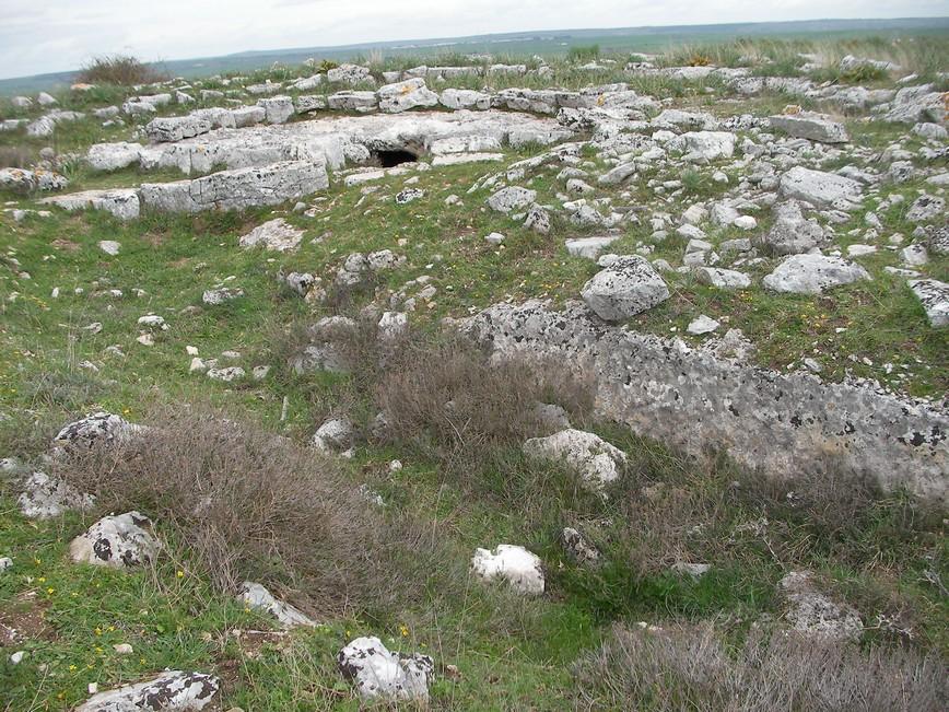 Particolare del fossato del villaggio di Murgia Timone a Matera verso il Monumento a doppi cerchio dell' Età del Bronzo