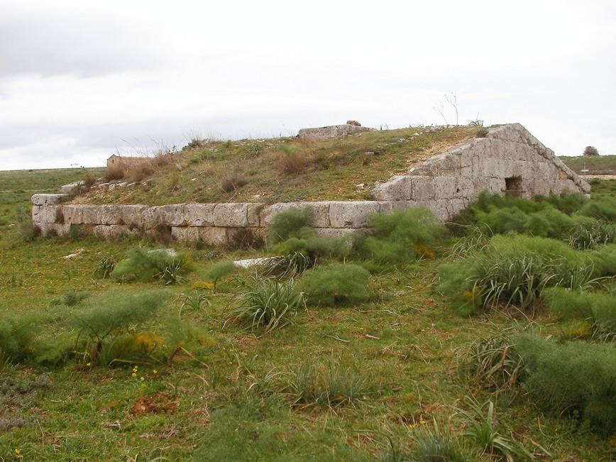 Cisterna a tetto ( Murgia Timone – Matera)