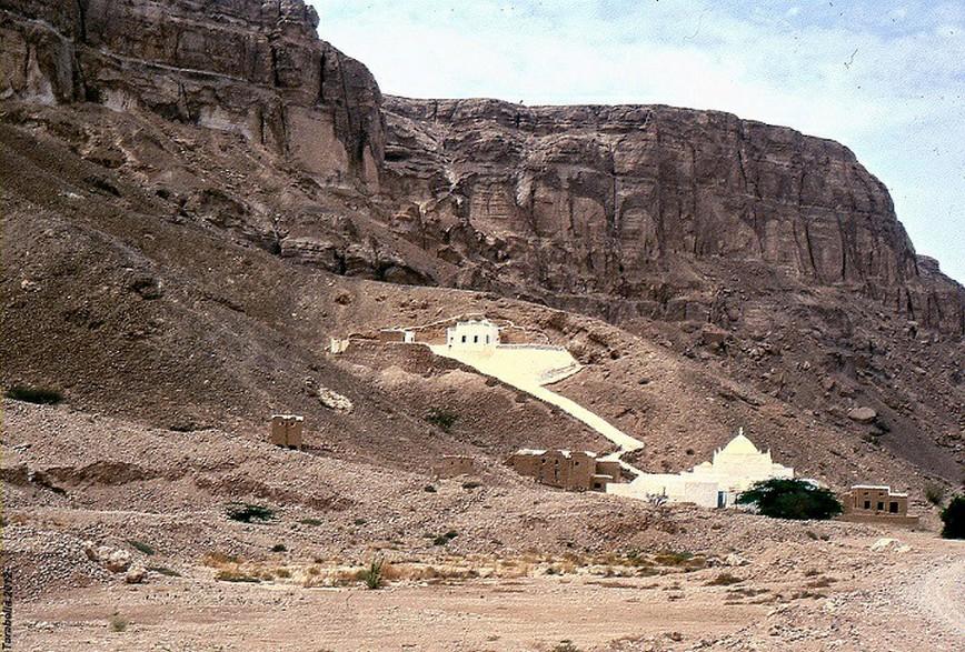 37 Mausoleo Al Muhajir
