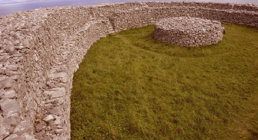 Struttura circolare in pietra (Isole Aran - Irlanda)