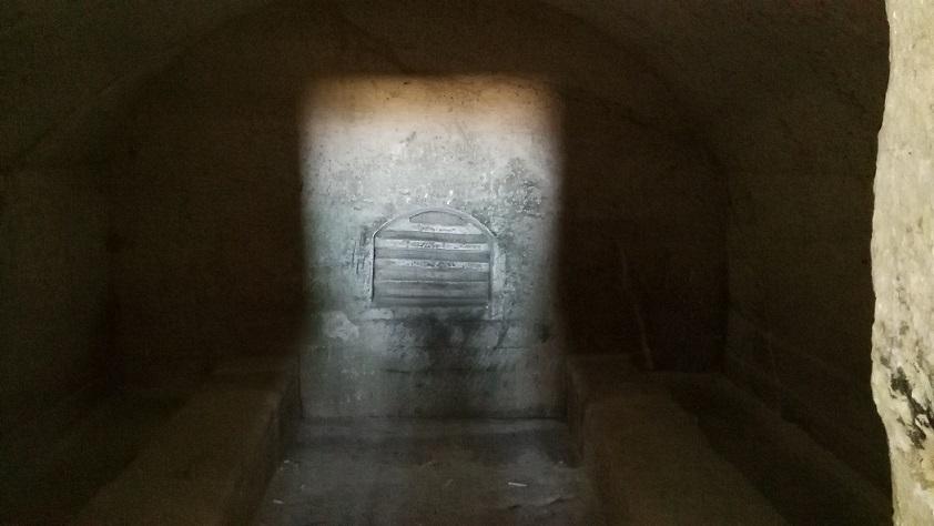 Convicinio di S.Antonio particolare della cella finale con i banchi e la nicchia sulla parete di fondo