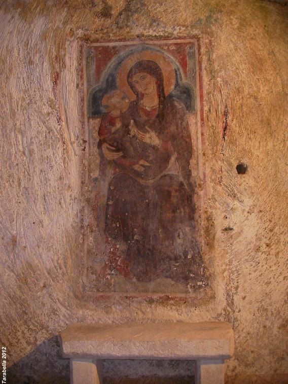 Affresco della Madonna con Bambino