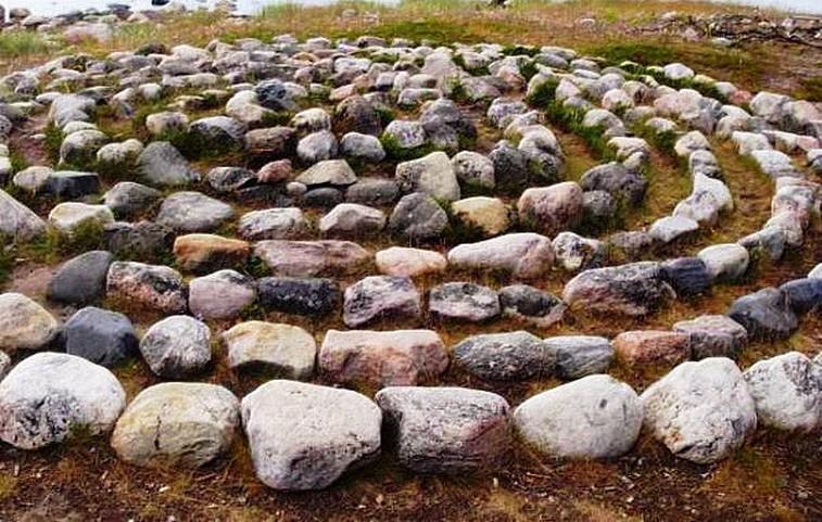 Labirinto di pietre nell'isola di Solovetsky (Russia)