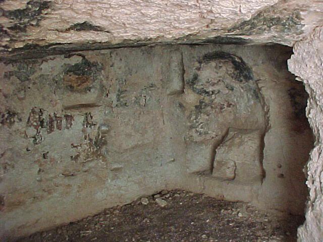Pantalica - Siracusa - Altare rupestre in grotta