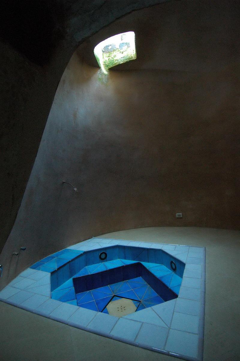 Il bagno ricavato nella cisterna a campana