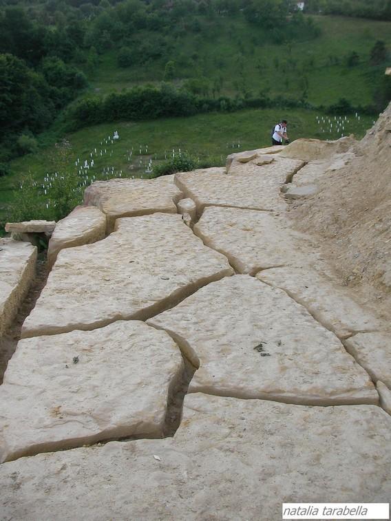 Gli scavi sul tumulo