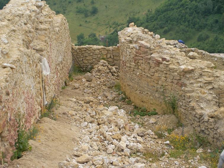 La cittadella medievale sul top della Piramide del Sole
