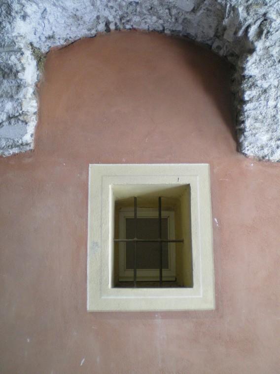 Finestra vicino all'ingresso