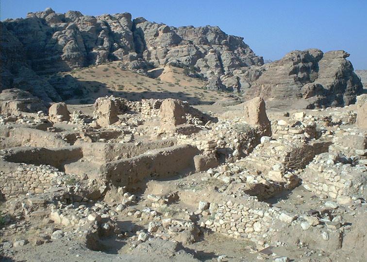Trama urbana del villaggio neolitico con abitazioni a pianta quadrata