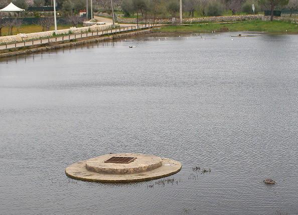 Pozzi di raccolta dell'acqua nei laghi carsici (Conversano - BA)