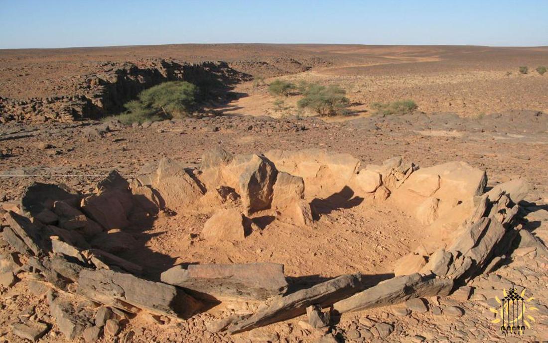 Mausoleo preistorico sahariano. Questi complessi monumenti chiamati ''tombe solari'' sono fatti di anelli concentrici e possono essere interpretati come sistemi di raccolta della rugiada