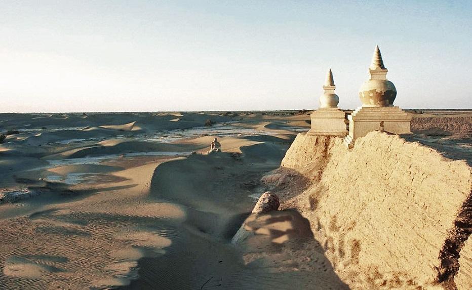 Gli antichi insediamenti lungo la Via della Seta in Cina, subiscono il fenomeno della desertificazione e l'invasione delle sabbie