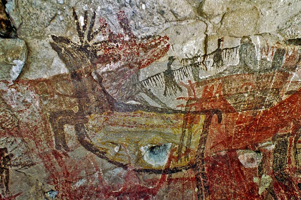 Cueva Pintada (Baja California in Messico) La grotta è stata iscritta nella Lista del Patrimonio Mondiale dell'Unesco ed è la sintesi figurativa delle conoscenze e dei rituali dei cacciatori-raccoglitori dell'Età Paleolitica. Il potenziamento delle capacità artistiche è stato un elemento di sorprendente affermazione della creazione di luoghi per la coesione sociale che ha portato all'elaborazione di simboli e rituali essenziali per la memorizzazione e la trasmissione del sapere