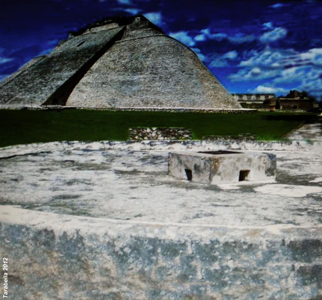 Chultun di Uxmal, una cisterna scavata nel calcare per raccogliere e immagazzinare l'acqua