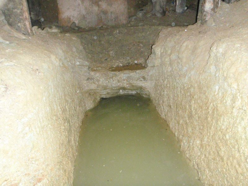 L'acqua ricopre la fossa