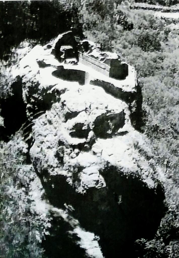 Vasca scavata nella roccia per le abluzioni sacre