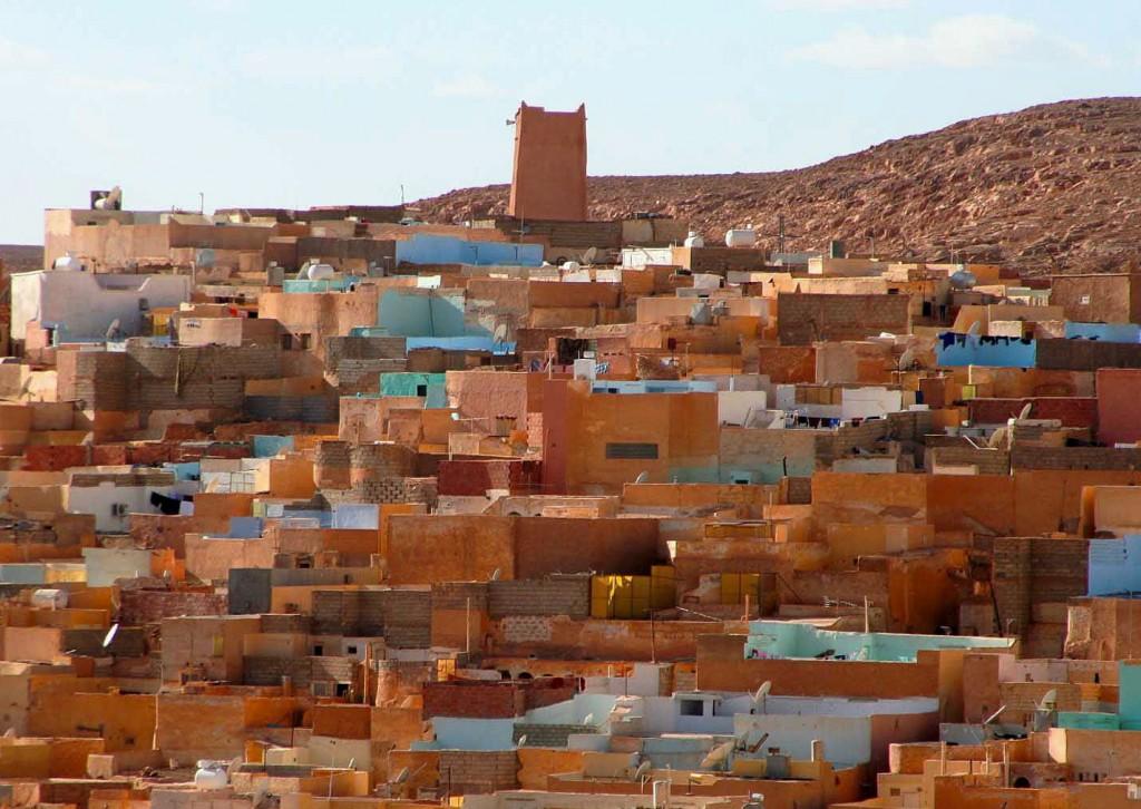 La città di Ghardaja in Algeria si sviluppa intorno alla moschea.