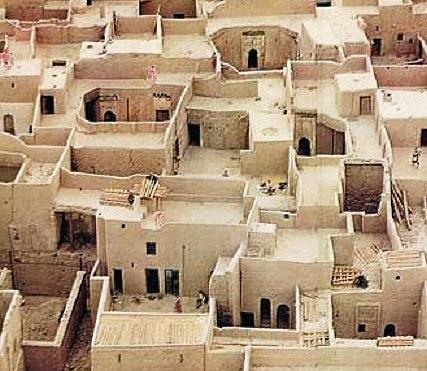 Particolare di terrazze abitate in Algeria