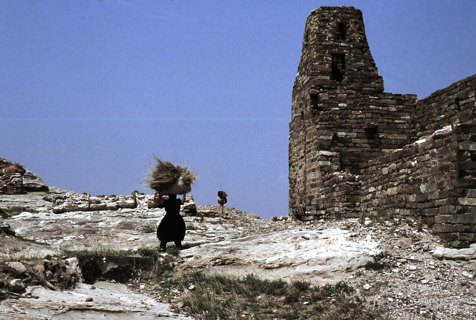 Una donna con il fieno sulla rupe di Thula