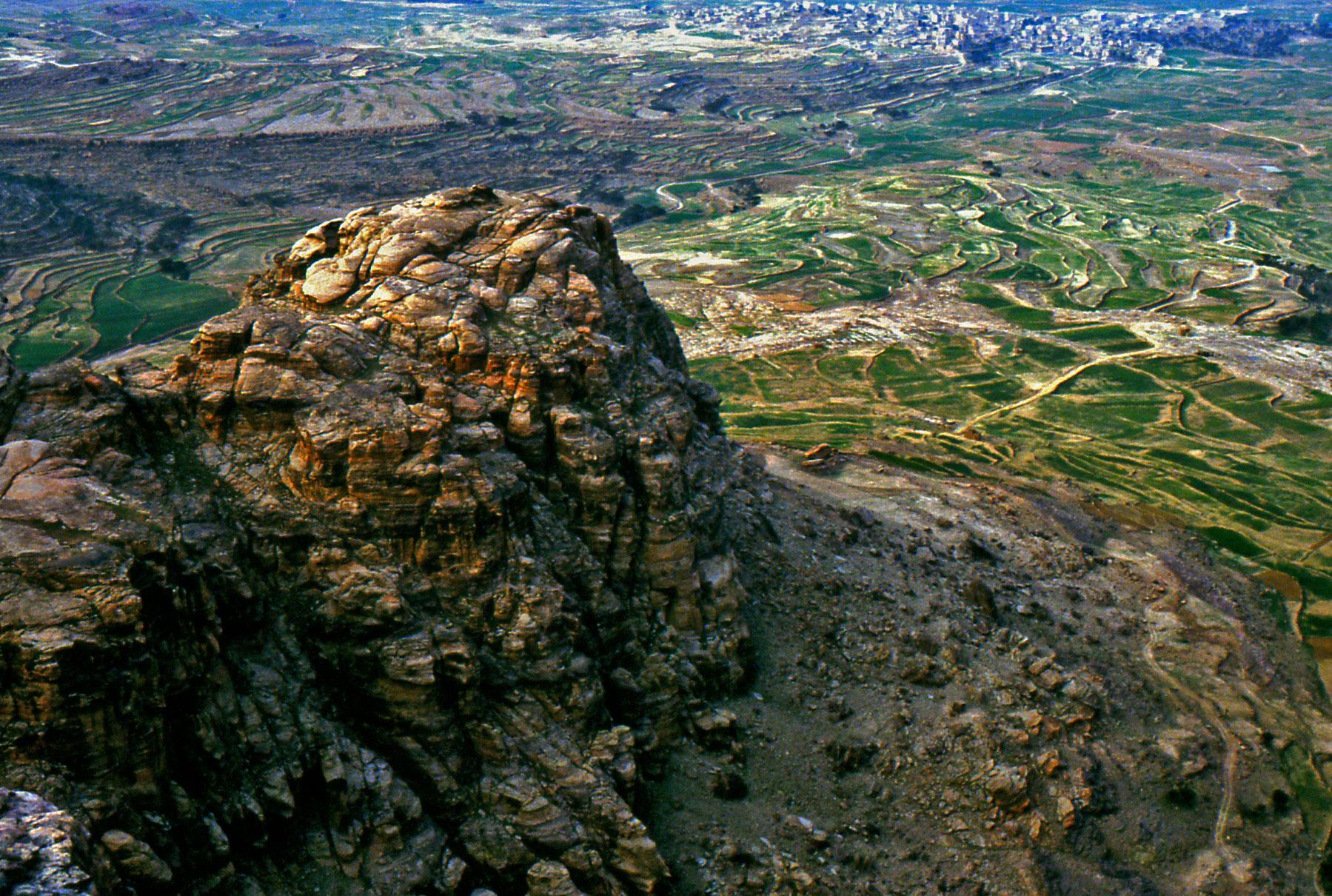 Una vista dall'alto dei terrazzamenti coltivati