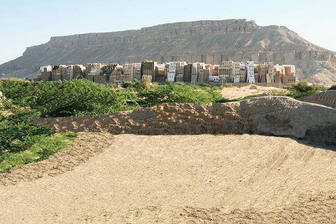 Argini di fango nelle depressioni dei giardini di Shibam