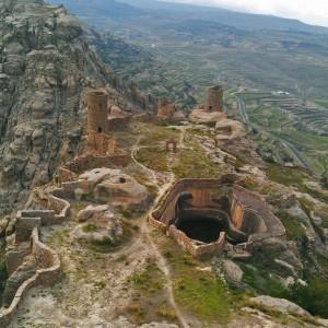 Thula alta - Torrette e mura perimetrali cisrcondano il sistema delle cisterne che alimentano l'abitato ed il sistema dei terrazzamenti in basso